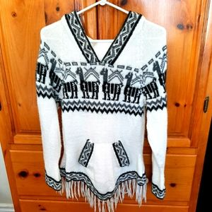 Cool hooded sweater with fringe
